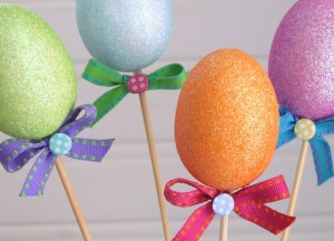 Simple and Inexpensive Easter Centerpiece made from Dollar Store Items